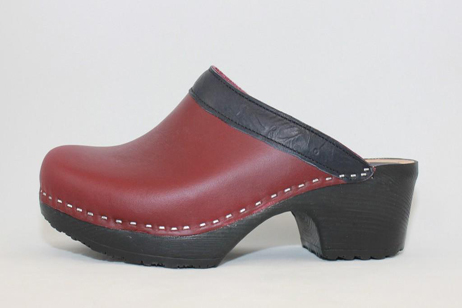 wine concord open back clog