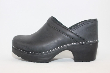 black concord closed back clog